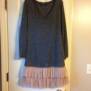 Dresses & Skirts - Long sleeve dress with beige trim!