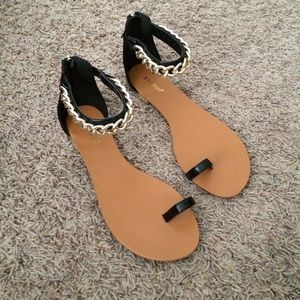 Shoes - Black Chain Toe Sandals