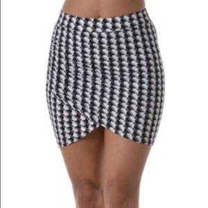 Houndstooth mini skirt black and white