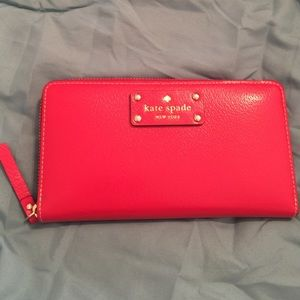 Kate Spade Red Zippy Wallet ❤️