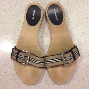 Burberry Shoes - ⚡️SALE⚡️🆕LISTING! AUTH Burberry slide