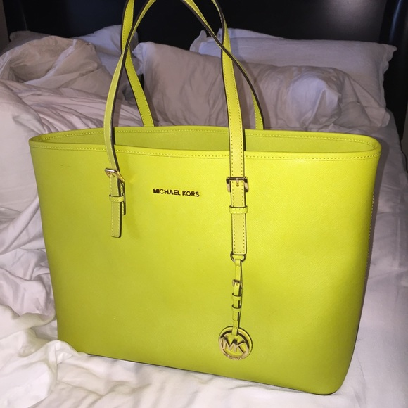 d2585f1346 Lime Green Michael Kors medium Jet Set tote