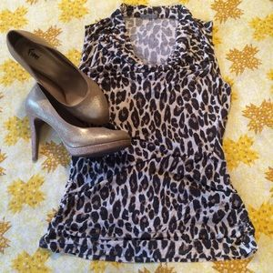 🆕 Animal print sleeveless top.