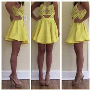 Dresses & Skirts - Yellow lace front dress S