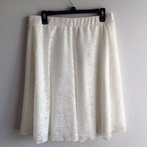Dresses & Skirts - 🎉HP🎉Pure White Lace Skirt ⬇️price drop