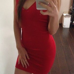 Dresses & Skirts - Simple red body con dress