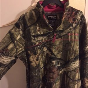 Mossy Oak quarter zip jacket. Size medium.