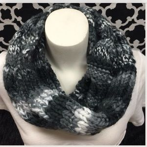 LISTING Infinity Gray Cable Knit Scarf