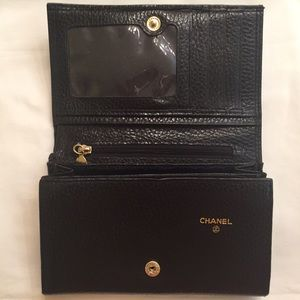09809914f12d CHANEL Bags - Chanel Vintage all leather bi- fold clutch wallet