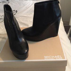 💯Authentic Michael Kors booties