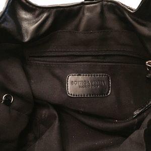 Bags - Black leather weaved handbag