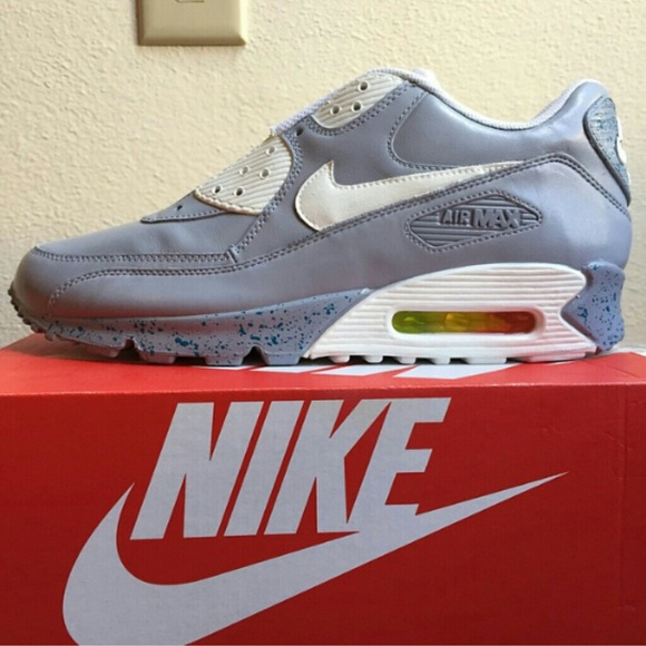 pretty nice 4547f a5588 Air Max 90 15 Of The Best Nike Mag-Inspired ...