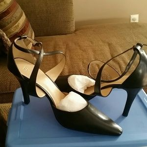 Black leather strappy stiletto 3in heels size 9W