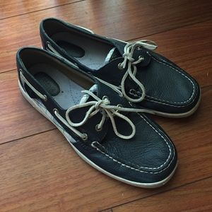 Navy blue Sperrys