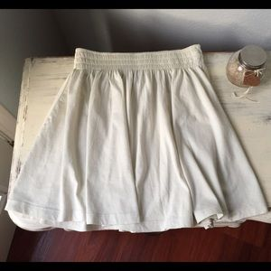 H&M Dresses & Skirts - High Waisted Flowy Mini Skirt size XS