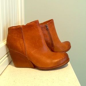 NEVER WORN leather Kork-Ease booties