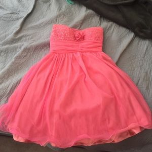 Dresses & Skirts - Pink party dress (never been worn)