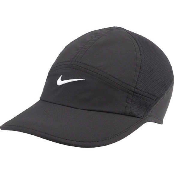 ad342bf620b13a Nike Women s Featherlight 2.0 Adjustable Hat. M 557dddccbcfac73586009d90