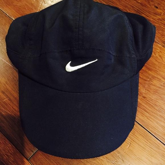 a3f0b5d02 Nike Women's Featherlight 2.0 Adjustable Hat