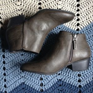 Nwot Vera Wang Ankle Boots
