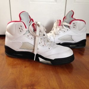 Jordan Retro - Fire Red 5's 4.5y