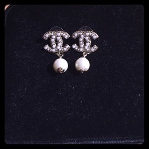 Jewelry - Pearl drop earrings