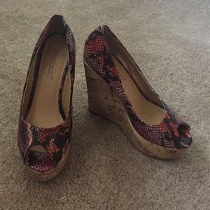 Shoedazzle Shoes - Snake print peep toe wedges