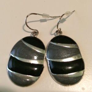 Jewelry - Beautiful black & silver earrings