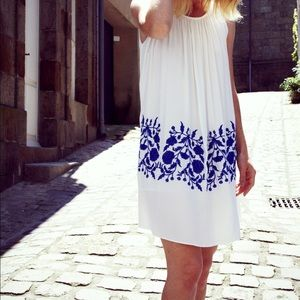 Dress: Chicwish/ Size: M/ Color: White & Blue