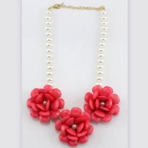 Jewelry - 🆕Pink floral statement necklace