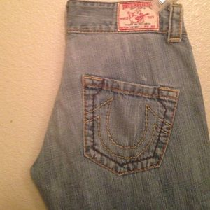 True Religion Boyfriend Cut Cropped  Capri SZ 28