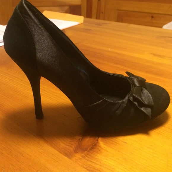 3aca5eeaf05 Charlotte Russe Shoes - Black heels with bow front