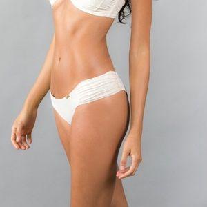 linda-bolle-bikini-oral-sex-pamela-anderson