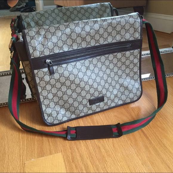 6594b369114 Gucci Handbags - Gucci crossbody bag men's or women's flawless