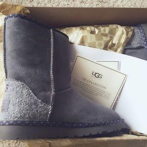 5cc0af724d3 NIB Authentic UGG Classic Short 78 Grey Suede NWT