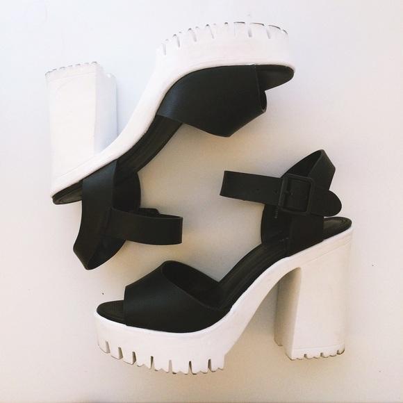 95a9d62dcd9 Forever 21 Shoes - Forever 21 Black   White Platform Chunky Heel