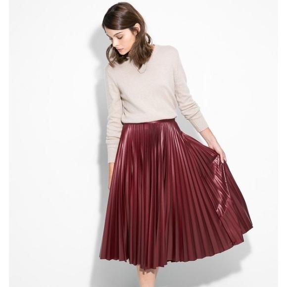 acf5b3d6b3a6a9 Zara Burgundy Faux Leather Pleated Skirt. M_55816bcfc5e8902f9800048e