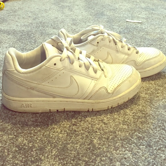 Women's Nike Air Force 1s (low) white
