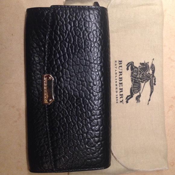 Burberry Bags   Walletsignature Grain Porter Continental   Poshmark 9eaaeb5902