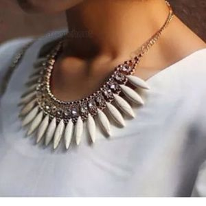 Jewelry - ✨CLEARANCE✨ Gorgeous Rhinestone Spike Necklace