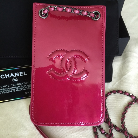 best service e7883 0eed3 Chanel cell phone bag carrier w/chain Fucshia NWT