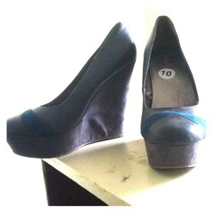 5 In Wedges in Charcoal Grey