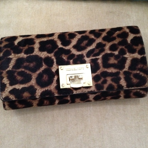 6003583f5585 Michael Kors Calf Hair Wallet. M 5583304cec5464186e001d7a