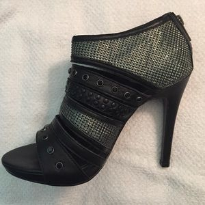 Dolce Vita dv Black Leather and Metal Heels