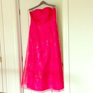 Morgan & Co. Dresses & Skirts - Beautiful hot pink maxi dress!
