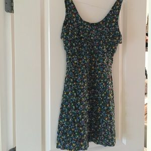 Dresses & Skirts - Floral Dress! Size Small