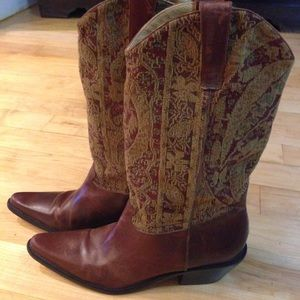 Matisse Shoes - Vintage Matisse Leather Boots W/Tapestry ❤️