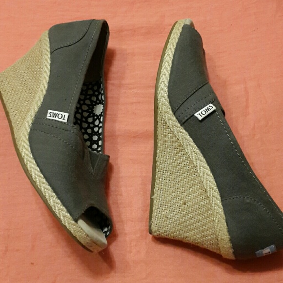 46 toms shoes toms wedge from laurel s closet on