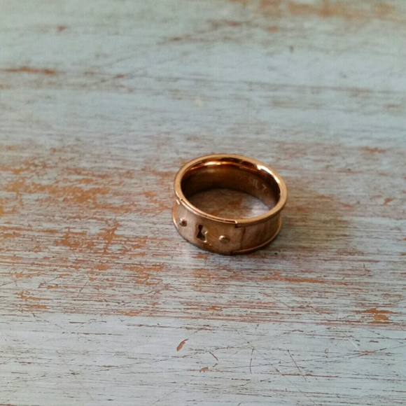 82 off fossil jewelry fossil rose gold ring size 7 from jacquelyn 39 s closet on poshmark. Black Bedroom Furniture Sets. Home Design Ideas