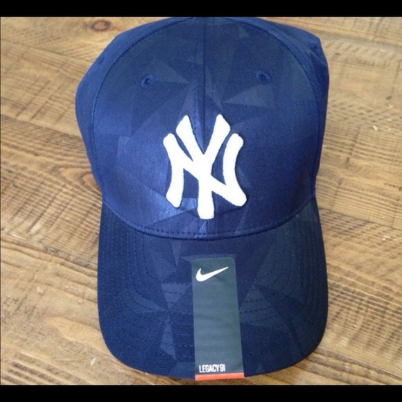 239052d9aa40e Nike Dri Fit Blue NY Yankees baseball cap.